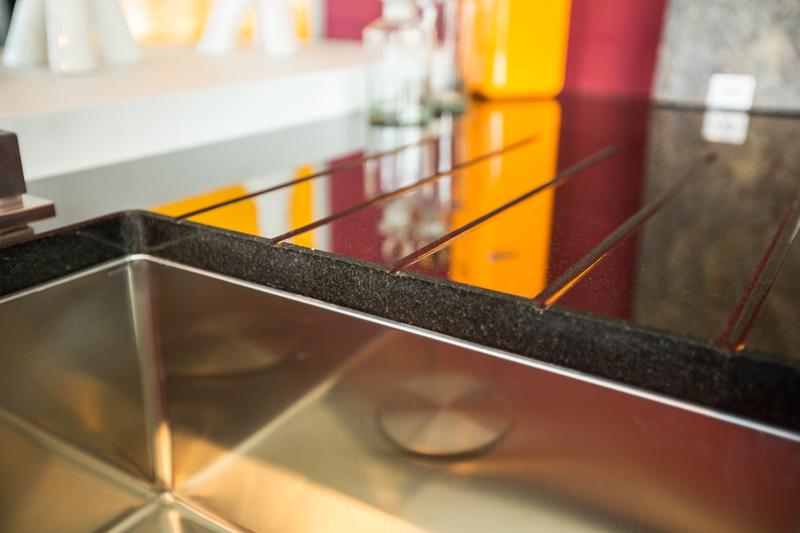 Arbeitsplatten aus Glas Holz Naturstein oder Schichtstoff