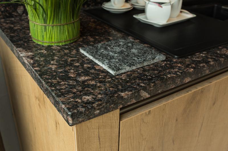 arbeitsplatten aus glas holz naturstein oder schichtstoff. Black Bedroom Furniture Sets. Home Design Ideas